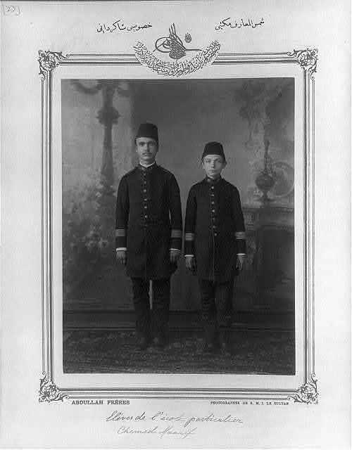 [Students, private school Şemsülmaarif] / Abdullah Frères, photographes de S.M.I. le Sultan.