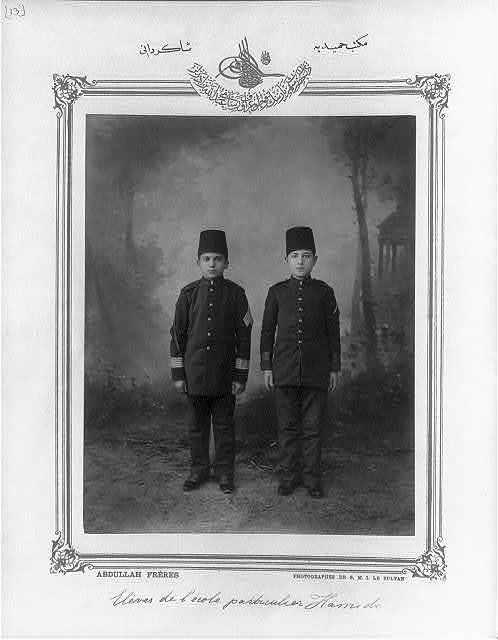 [Students, school Mekteb-i Hamidiye] / Abdullah Frères, photographes de S.M.I. le Sultan.