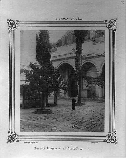 [The courtyard of Sultan Selim (I) Camii (mosque)] / Abdullah Frères, Phot., Constantinople.