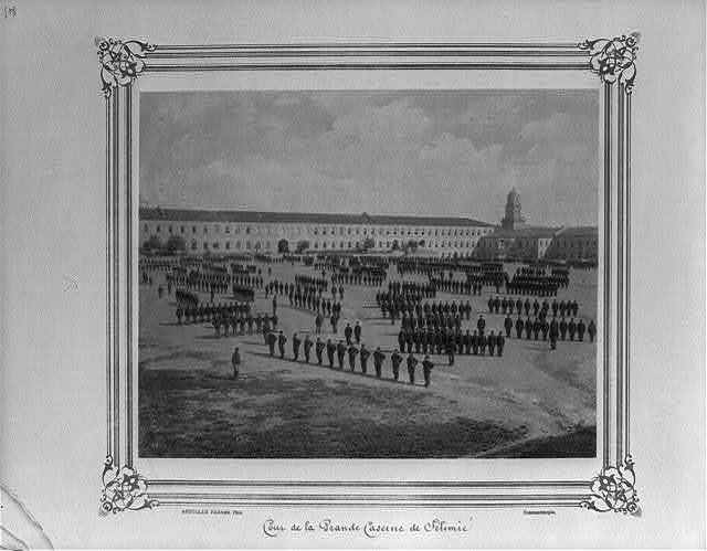 [The courtyard of the great Selimiye Barracks] / Abdullah Frères, Phot., Constantinople.