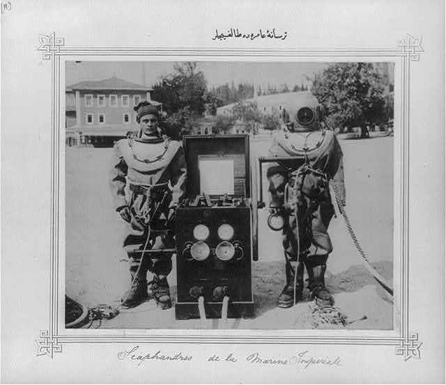 [The divers at the Imperial Naval Arsenal]