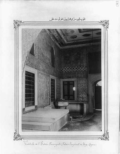 [The entrance to the courtyard of the Imperial Topkapı Sarayı (palace)] / Abdullah Frères.