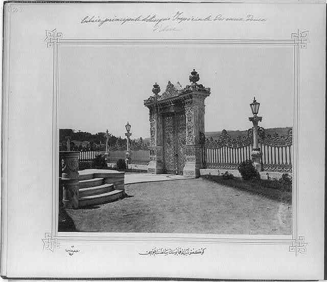 [The Imperial Gate of the Göksu Sarayı (palace)] / Lieutenant Colonel of the General Staff, Ali Rıza Bey.