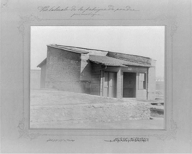[The machinery for making prisms at the Imperial Gunpowder Factory] / the photograph studio of the Imperial School of Engineering.