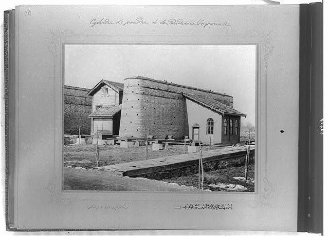 [The powder roller at the Imperial Gunpowder Factory] / the photograph studio of the Imperial School of Engineering.