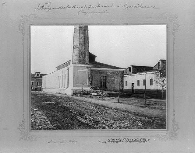 [The roller for the willow coal at the Imperial Gunpowder Factory] / the photograph studio of the Imperial School of Engineering.