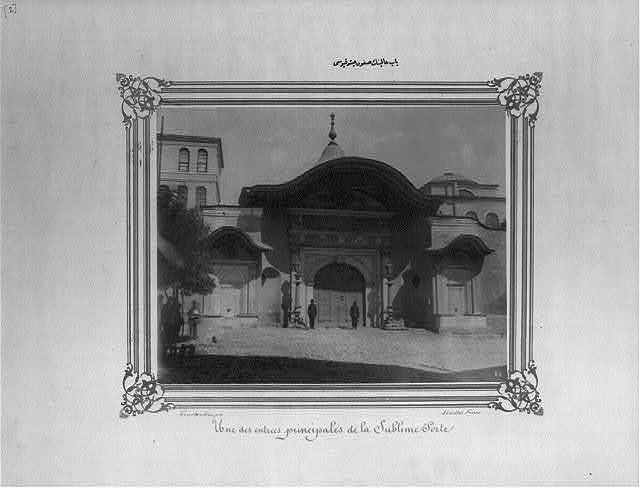 [The Soğukçeşme gate of the Sublime Porte] / Constantinople, Abdullah Frères.