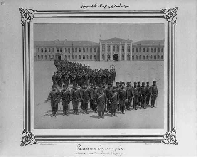 [The sortie of the First Mobile Artillery Bodyguard Brigade from the barracks] / Constantinople, Abdullah Frères.
