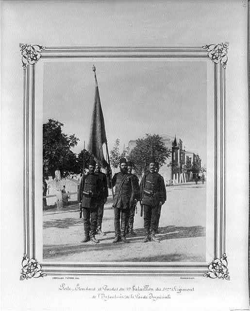 [The Standard Bearer and Guards of the First Battalion of the Fifth Infantry Regiment of the Imperial Guard] / Abdullah Frères, Phot., Constantinople.
