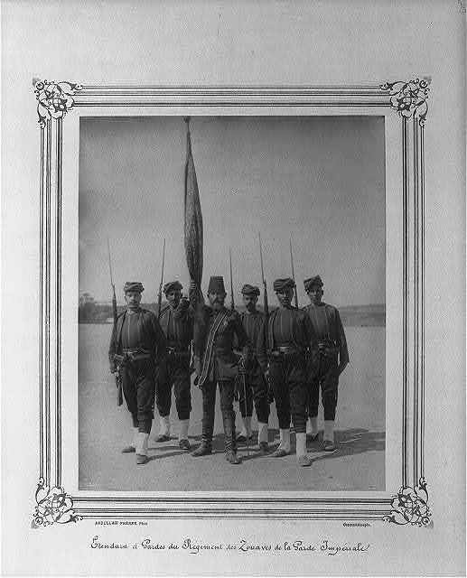 [The Standard Bearer and Guards of the Regiment of Zouaves of the Imperial Guard] / Abdullah Frères, Phot., Constantinople.