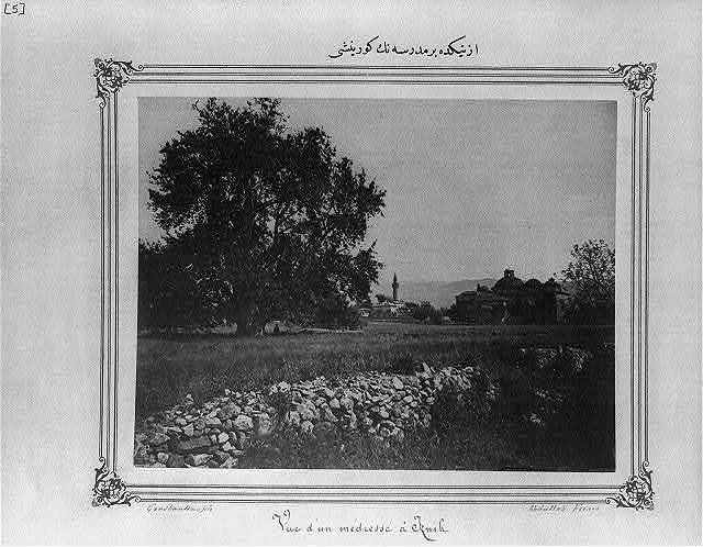 [View of an old school in İznik] / Constantinople, Abdullah Frères.