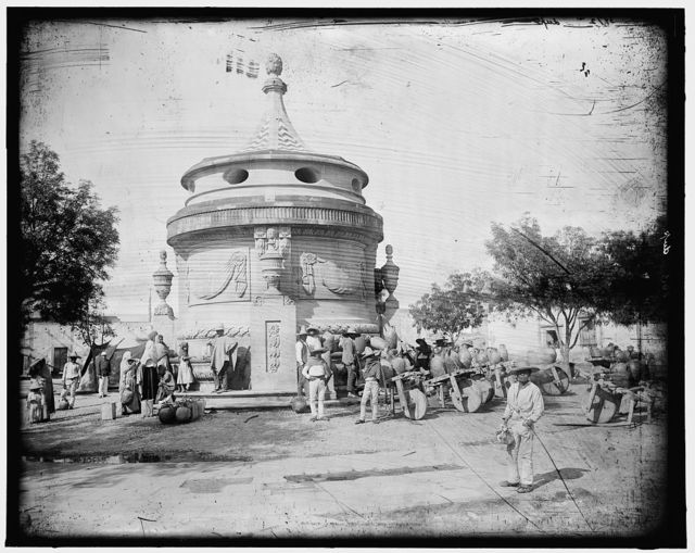 [Water carriers at the fountain, San Luis Potosi]
