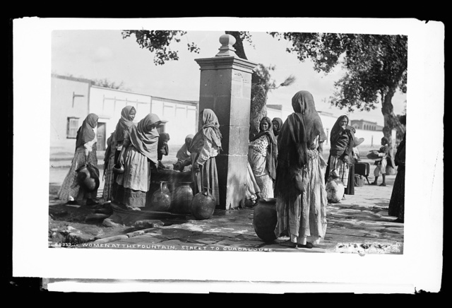 Women at the fountain, street to Guadaloupe