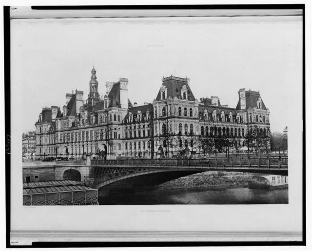 Hotel de ville, vue d'ensemble prise du quai / heliogre. de E. Baldus.