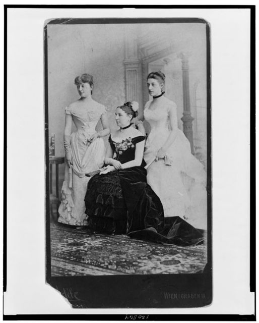 [Mrs. Alphonso Taft with Maria Herron and Fanny Taft, full-length portrait, facing left]