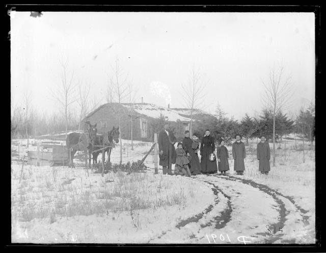 Fellows family sod house near Sargent, Custer County, Nebraska.