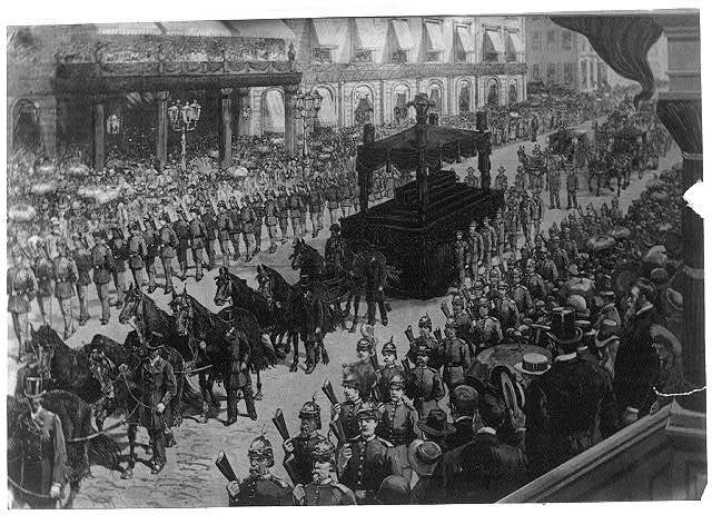 [Horse-drawn catafalque, Civil War veterans in parade, and spectators at funeral of Pres. Ulysses S. Grant. NYC]