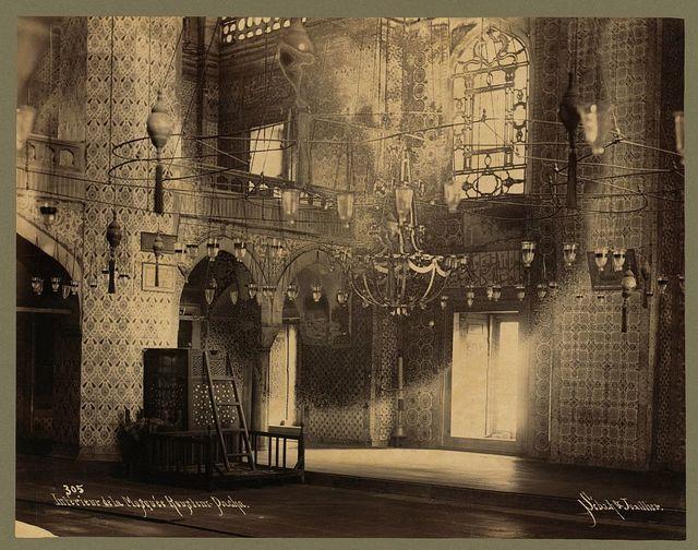 Interieur de la Mosquée Roustem-Pacha / Sébah & Joaillier.