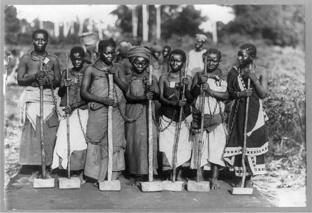 Africa - Tanganyika - Dar Es Salaam--Women convicts working on road