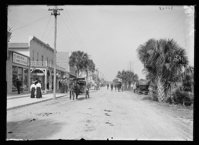 [Beach Street, with souvenir shops, Daytona, Fla.]