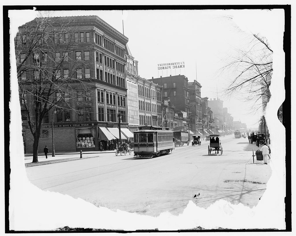 [Detroit, Mich., Woodward Ave. looking south]