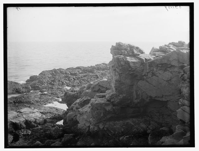 [Devil's fireplace and kitchen, York Beach, Me.]