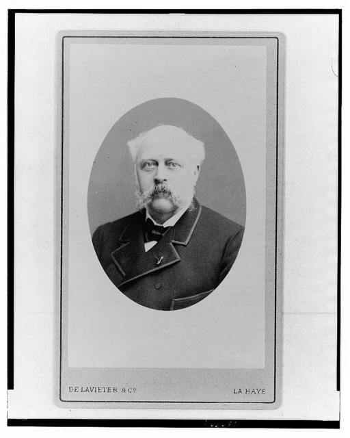 [Hendrik Theodorus Wilkens, head of Van Dulken Weiland Distillers, head-and-shoulders portrait, facing front] / De Lavieter & Co., La Haye.