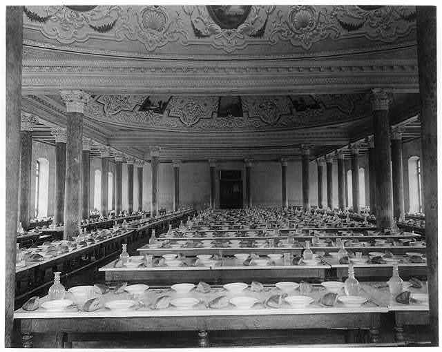 [Inside view of the dining hall which has been recently built at the Imperial Military Academy] / fotoğraf Föbus.