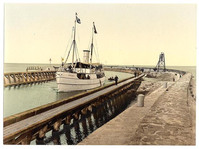 """[Steamer """"Sequens"""" entering harbor, Colberg, Pomerania, Germany (i.e, Kołobrzeg, Poland)]"""