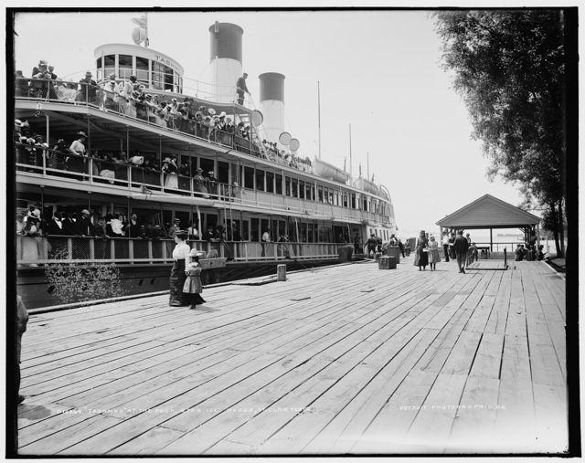 Tashmoo at the dock, Star Isl'd. [i.e. Island] House, St. Clair Flats