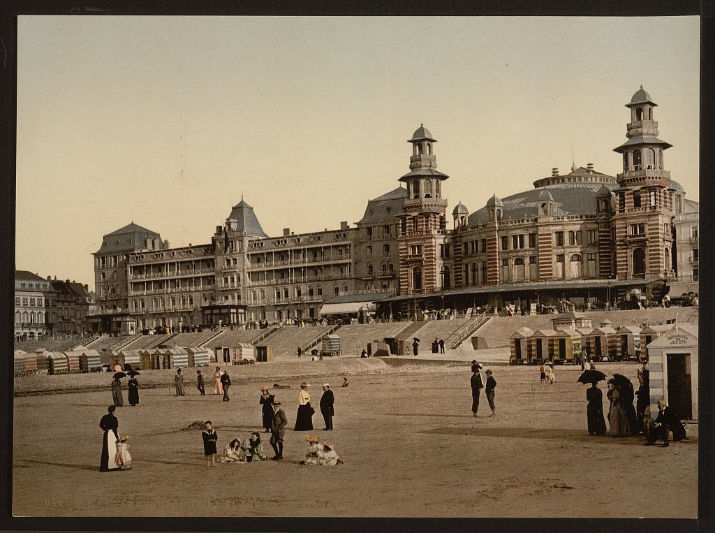 [The beach and Kursaal, (i.e., Cursaal), Blankenberghe, Belgium]