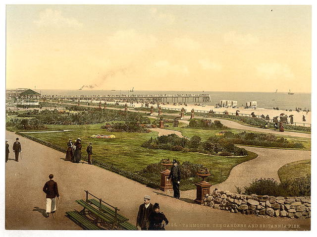[The beach, gardens and jetty, Yarmouth, England]