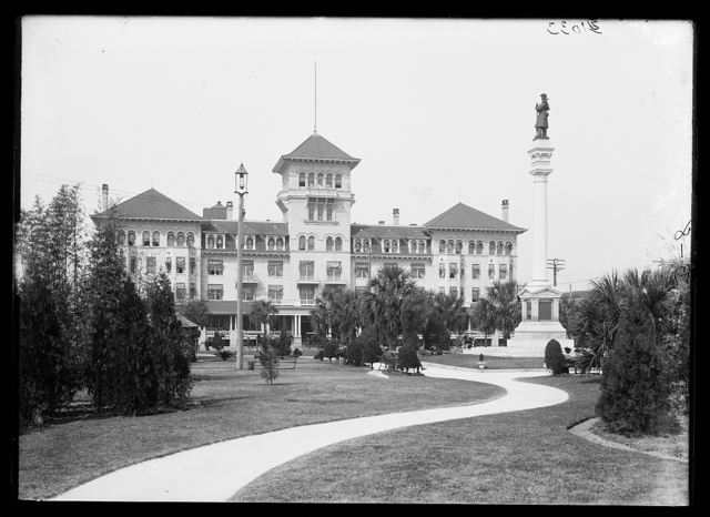 [Windsor Hotel and Confederate monument, Hemming Park, Jacksonville, Fla.]