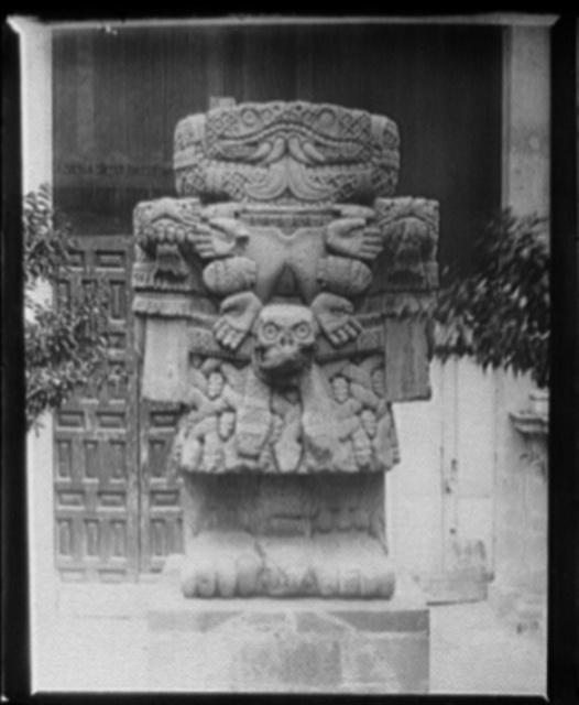 Aztec idol, Teoyaomiqui [Coatlicue (statue)]