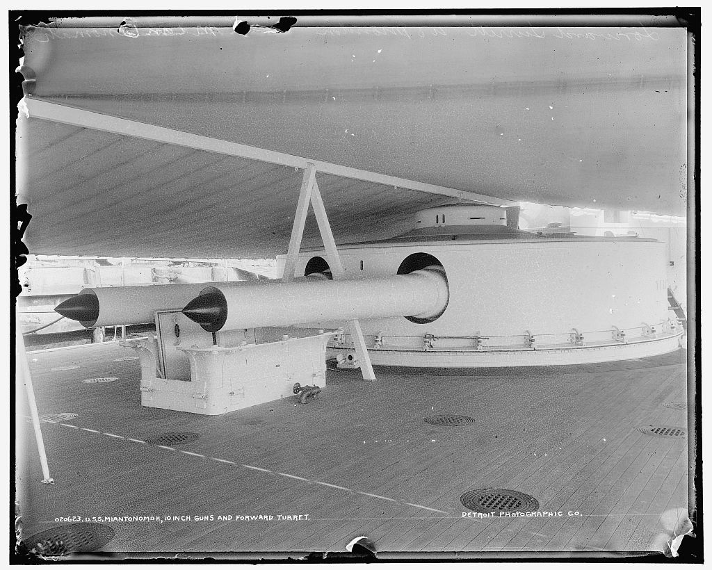 U.S.S. Miantonomoh, 10 inch guns and forward turret