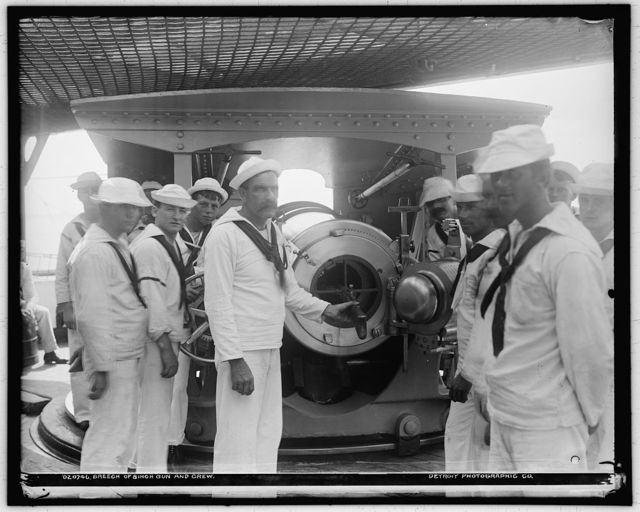 Breech of 8 inch gun and crew