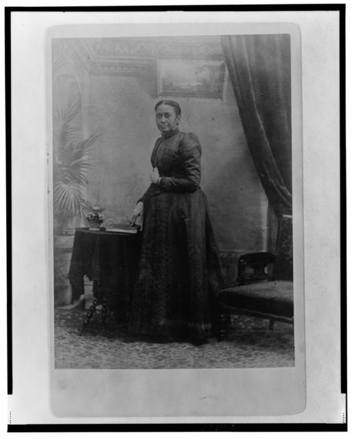 [Mrs. James Cheeseman, wife of the president of Liberia, full-length portrait, standing, facing left]
