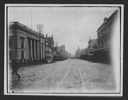 Aukland [sic] - downtown street, Union bank of Australia at left