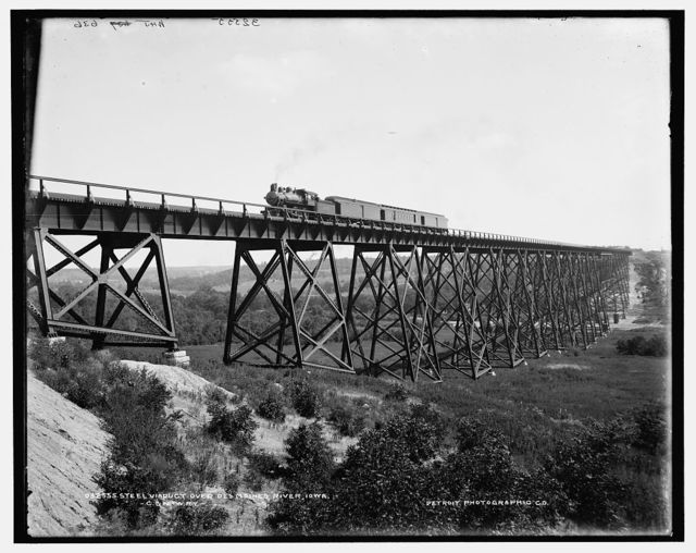 C. & N.W. Ry. [Chicago & North Western Railway], steel viaduct over Des Moines River, Iowa