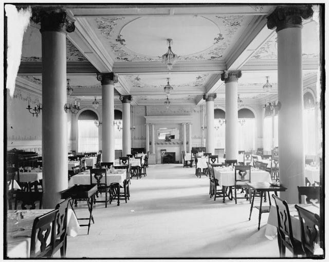 [Dining room of Harrington Hotel, Port Huron, Mich.]