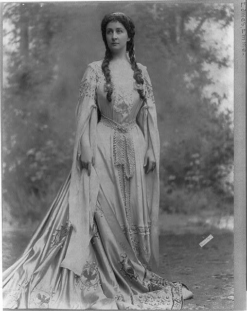 [Emma Eames, 1865-1952, full-length portrait, standing, facing left]