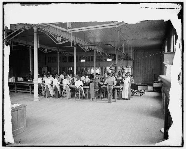 [Hiram Walker & Sons, employees at bottling works, Walkerville, Ont.]