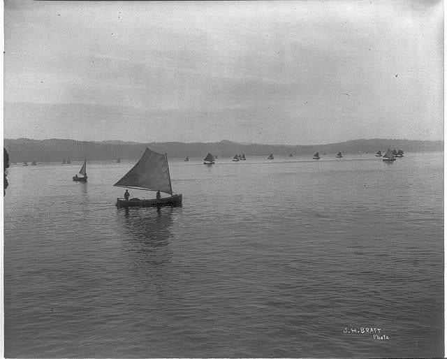 """[Salmon fishing on Columbia River, Ore.: """"coming in with the catch"""" (small boats)]"""