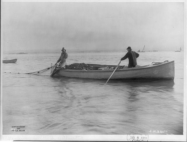 """[Salmon fishing on Columbia River, Ore.: """"fishing with the gillnet""""]"""