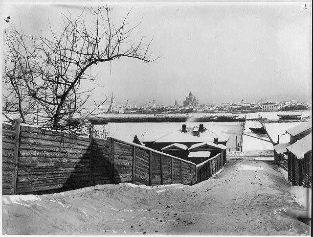 [Approach to the partly dismantled pontoon bridge across the Angara at Irkutsk in the winter of 1895-1896]