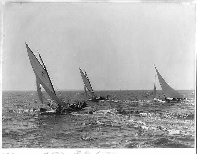 [Boat races]: Departure [3 sailboats]