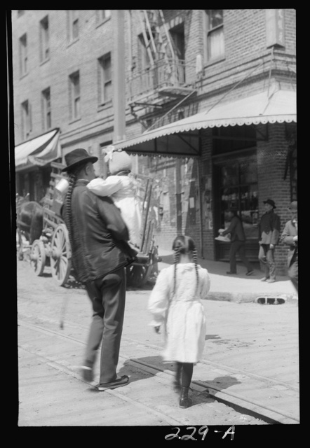 Father and children, Chinatown, San Francisco