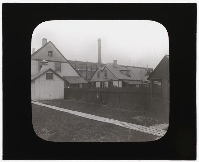 [National Cash Register Company, Dayton, Ohio. Worker houses and gardens before landscaping]