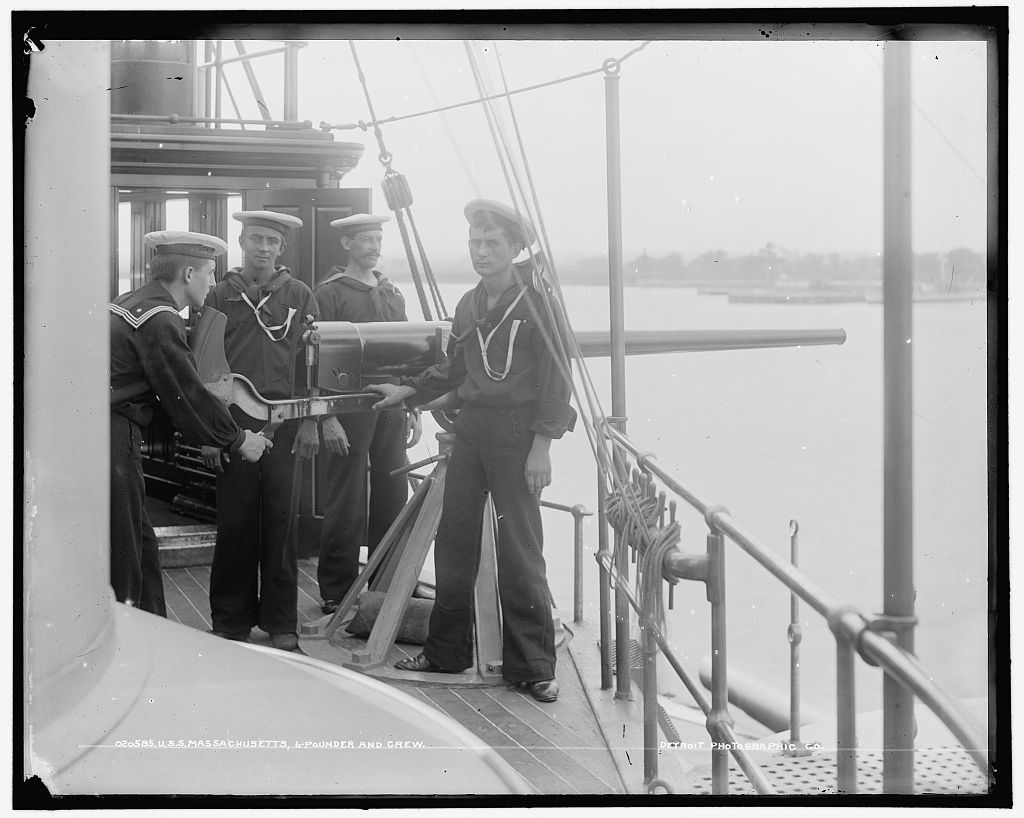 U.S.S. Massachusetts, 6 pounder and crew