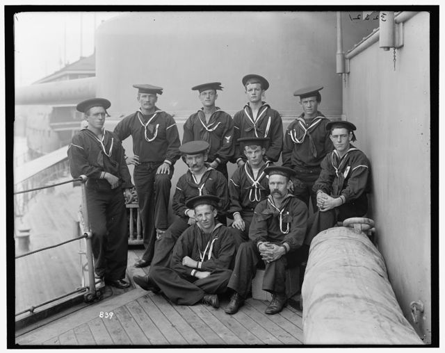 [U.S.S. Oregon, gunner George Sanderson and crew]